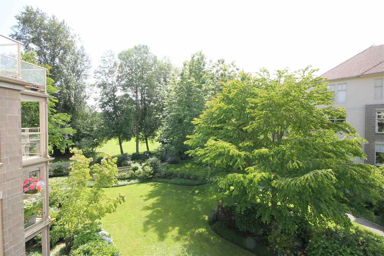 "Photo 15: Photos: 304 1929 154 Street in Surrey: King George Corridor Condo for sale in ""Stratford Gardens"" (South Surrey White Rock)  : MLS®# R2486337"