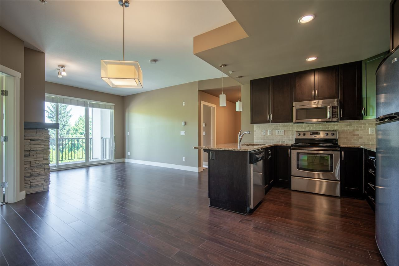 "Main Photo: 304 3192 GLADWIN Road in Abbotsford: Central Abbotsford Condo for sale in ""BROOKLYN"" : MLS®# R2486881"