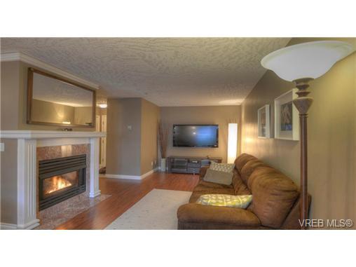 Main Photo: 103 689 Bay Street in VICTORIA: Vi Downtown Condo Apartment for sale (Victoria)  : MLS®# 331064