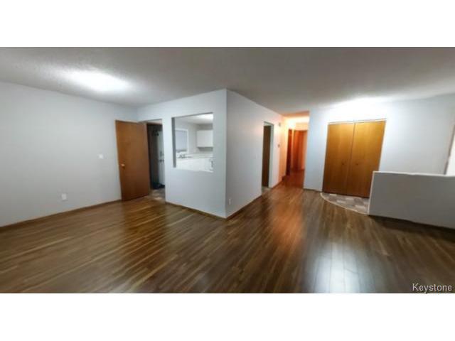Photo 2: Photos: 610 Springfield Road in WINNIPEG: North Kildonan Residential for sale (North East Winnipeg)  : MLS®# 1427546