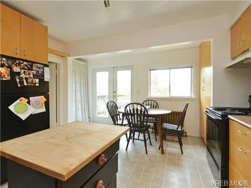 Photo 8: Photos: 1572 Rowan St in VICTORIA: SE Cedar Hill House for sale (Saanich East)  : MLS®# 726238