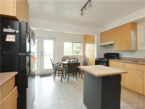 Photo 7: Photos: 1572 Rowan St in VICTORIA: SE Cedar Hill House for sale (Saanich East)  : MLS®# 726238