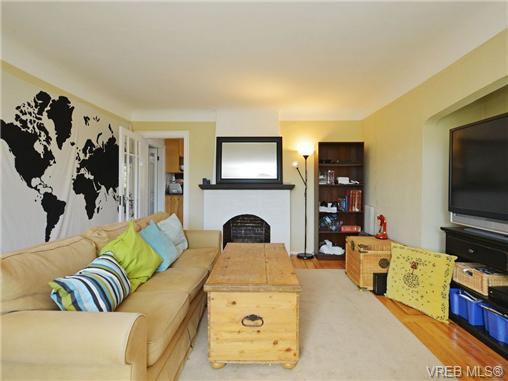Photo 4: Photos: 1572 Rowan St in VICTORIA: SE Cedar Hill House for sale (Saanich East)  : MLS®# 726238