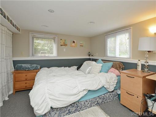 Photo 18: Photos: 1572 Rowan St in VICTORIA: SE Cedar Hill House for sale (Saanich East)  : MLS®# 726238