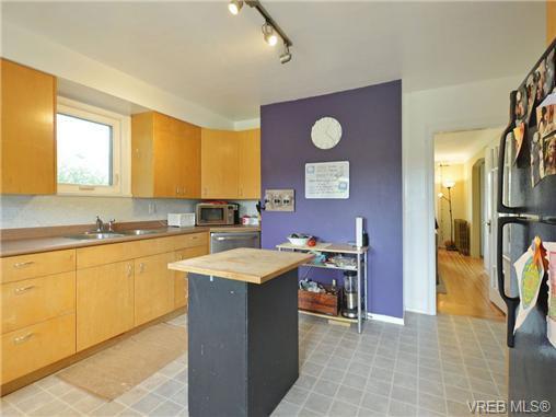 Photo 9: Photos: 1572 Rowan St in VICTORIA: SE Cedar Hill House for sale (Saanich East)  : MLS®# 726238