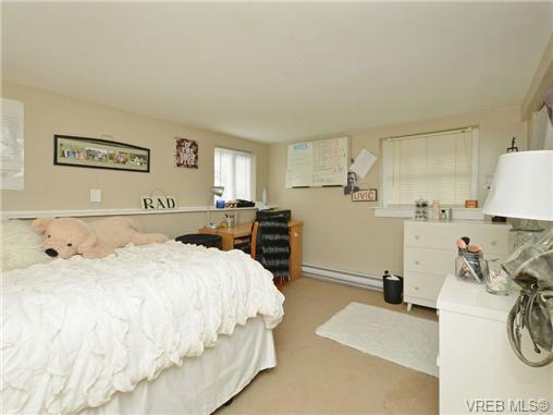 Photo 16: Photos: 1572 Rowan St in VICTORIA: SE Cedar Hill House for sale (Saanich East)  : MLS®# 726238