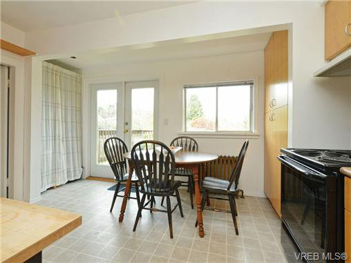 Photo 6: Photos: 1572 Rowan St in VICTORIA: SE Cedar Hill House for sale (Saanich East)  : MLS®# 726238