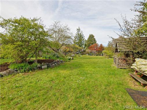 Photo 20: Photos: 1572 Rowan St in VICTORIA: SE Cedar Hill House for sale (Saanich East)  : MLS®# 726238