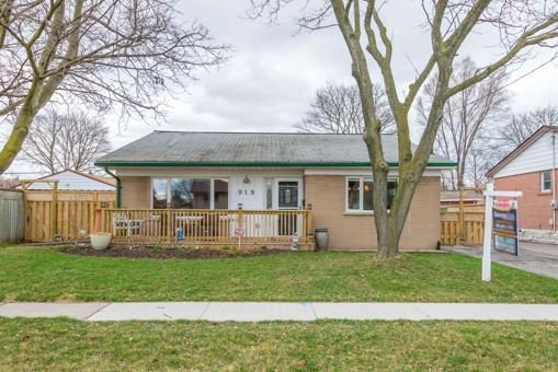 Main Photo: 919 Bayview Avenue in Whitby: Downtown Whitby House (Backsplit 3) for sale : MLS®# E3456068