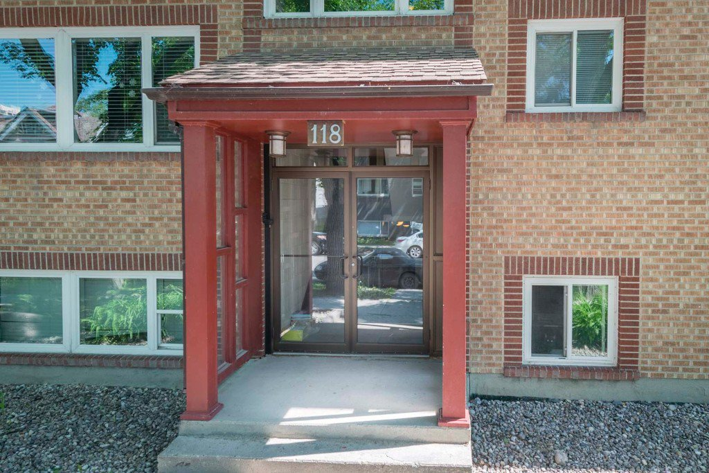 Photo 1: Photos: 118 Scott Street in Winnipeg: Fort Rouge / Crescentwood / Riverview Condominium for sale (South Winnipeg)  : MLS®# 1614966