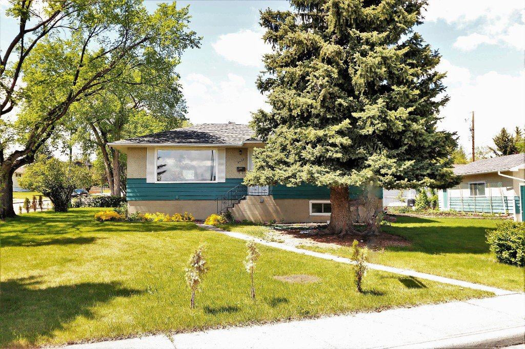 Photo 2: Photos: 6035 Thornburn Drive NW: Calgary House for sale : MLS®# c4115437