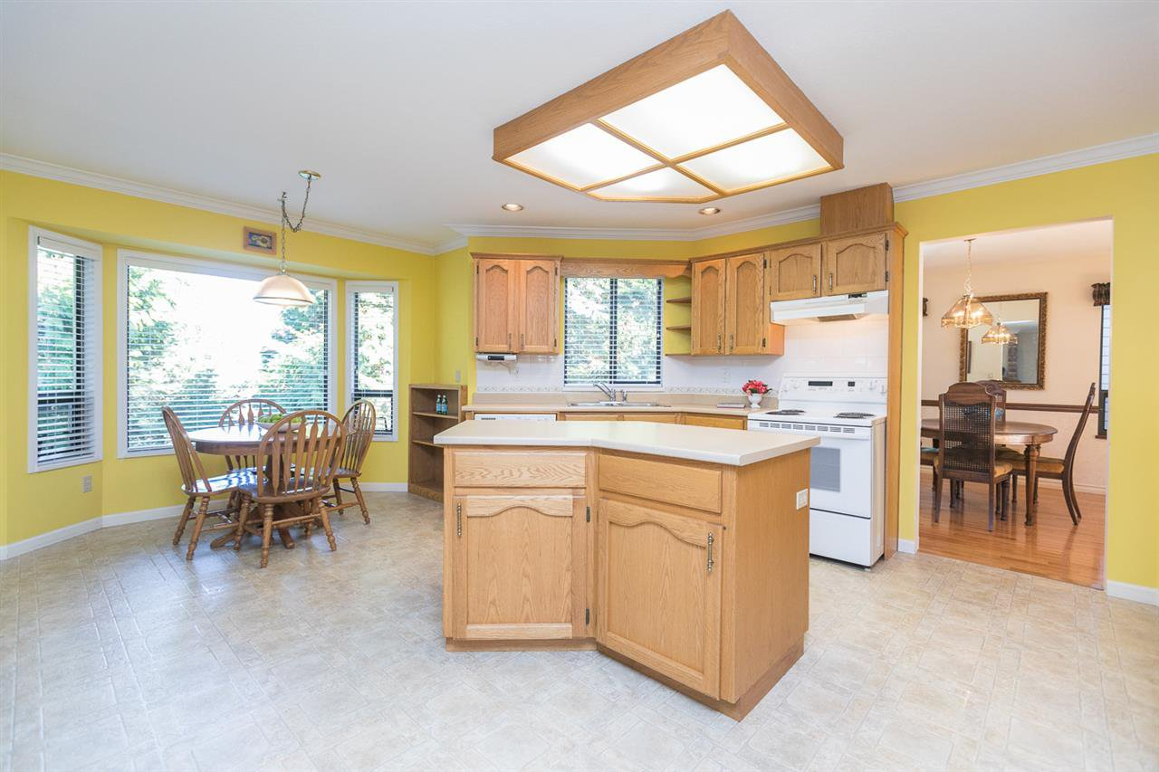 "Photo 8: Photos: 12273 SOUTHPARK Crescent in Surrey: Panorama Ridge House for sale in ""Boundary Park"" : MLS®# R2219655"