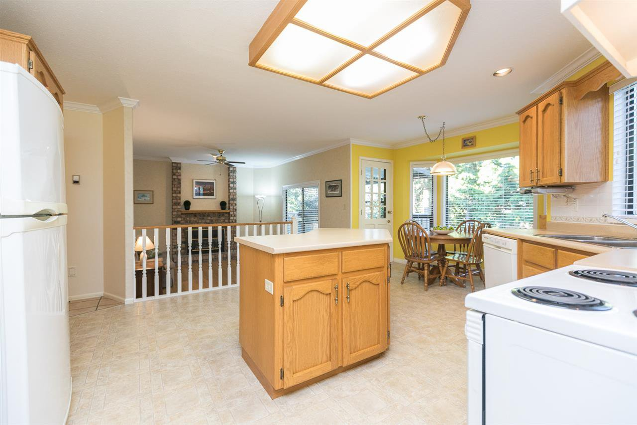 "Photo 10: Photos: 12273 SOUTHPARK Crescent in Surrey: Panorama Ridge House for sale in ""Boundary Park"" : MLS®# R2219655"