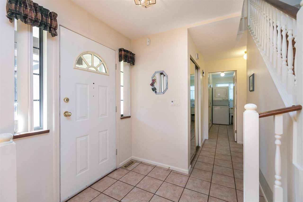 "Photo 3: Photos: 12273 SOUTHPARK Crescent in Surrey: Panorama Ridge House for sale in ""Boundary Park"" : MLS®# R2219655"
