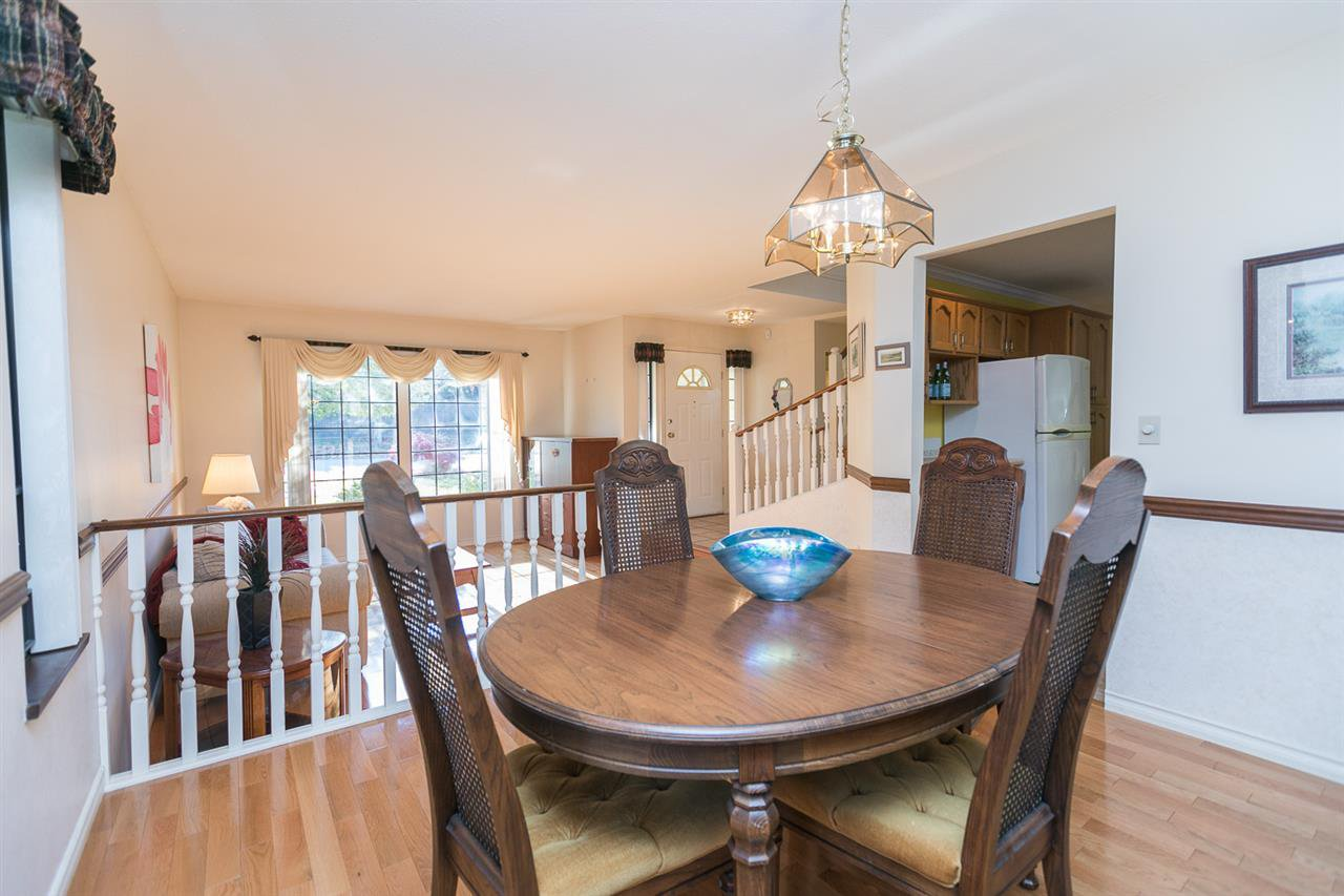 "Photo 5: Photos: 12273 SOUTHPARK Crescent in Surrey: Panorama Ridge House for sale in ""Boundary Park"" : MLS®# R2219655"