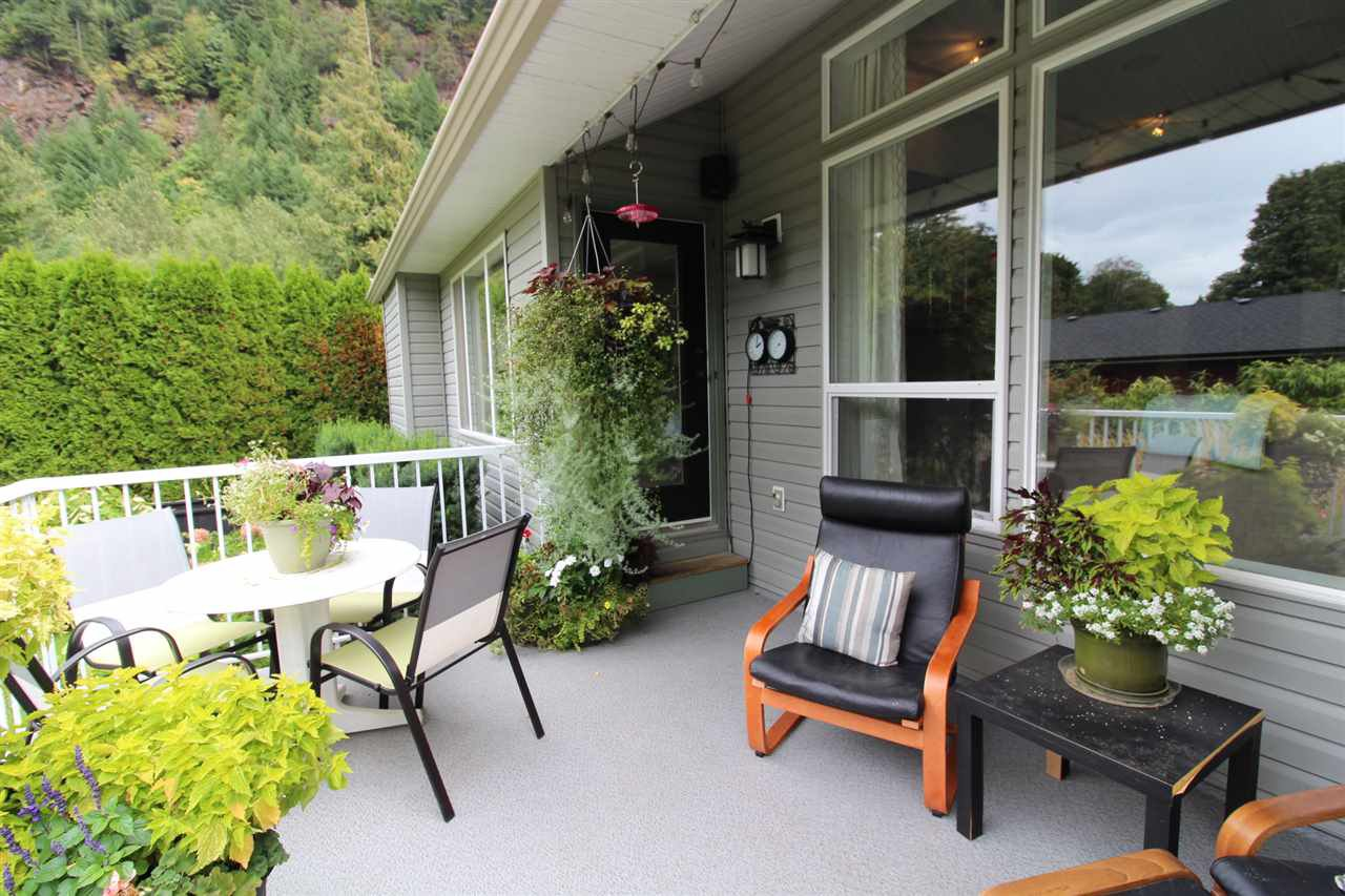 Photo 18: Photos: 527 DRIFTWOOD Avenue: Harrison Hot Springs House for sale : MLS®# R2304518