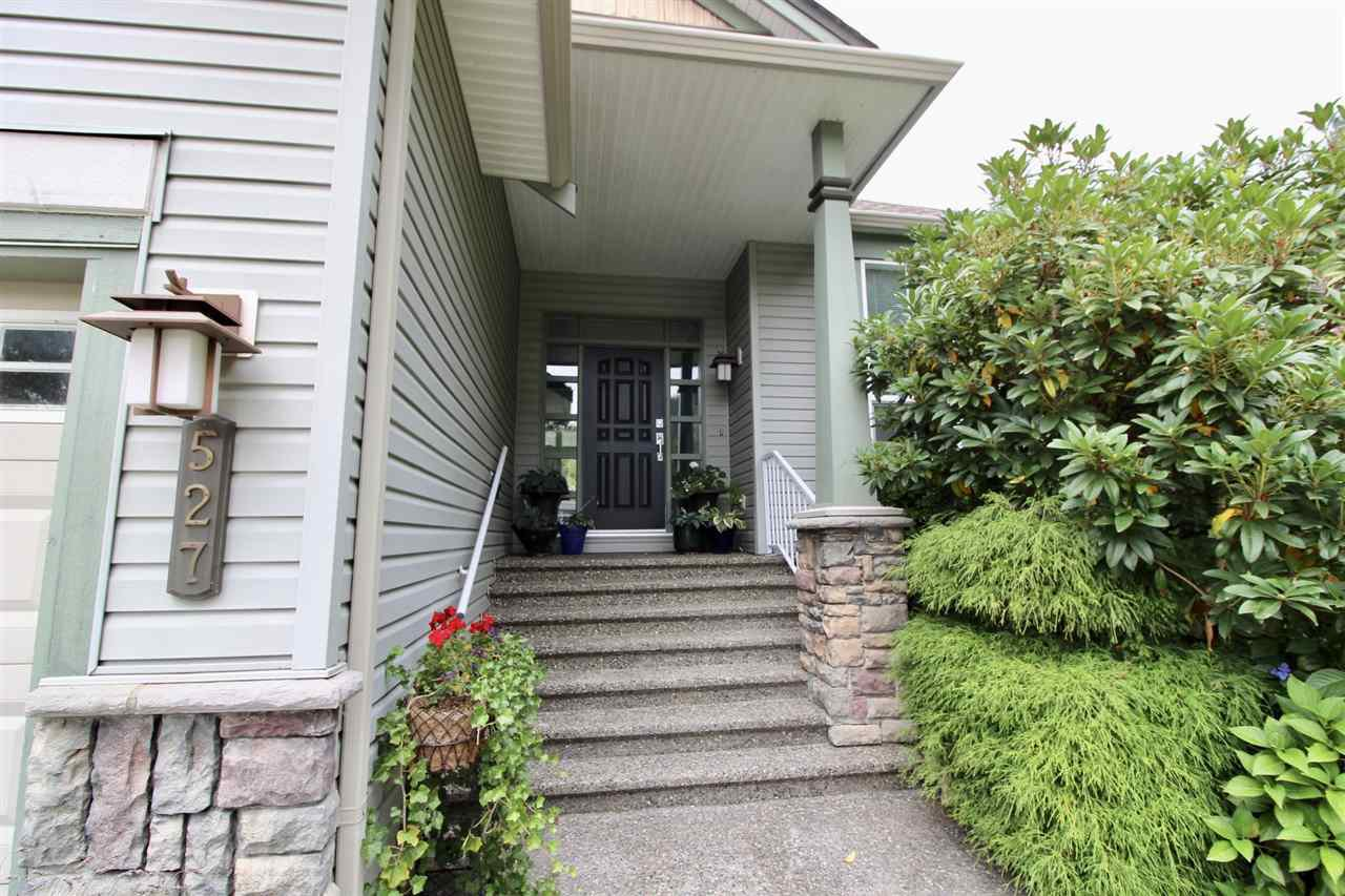 Photo 2: Photos: 527 DRIFTWOOD Avenue: Harrison Hot Springs House for sale : MLS®# R2304518