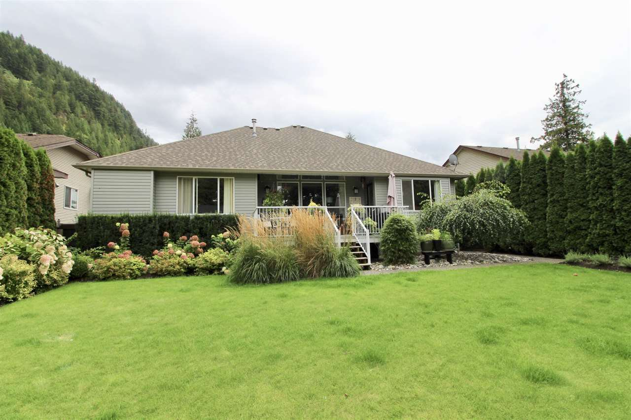 Photo 20: Photos: 527 DRIFTWOOD Avenue: Harrison Hot Springs House for sale : MLS®# R2304518