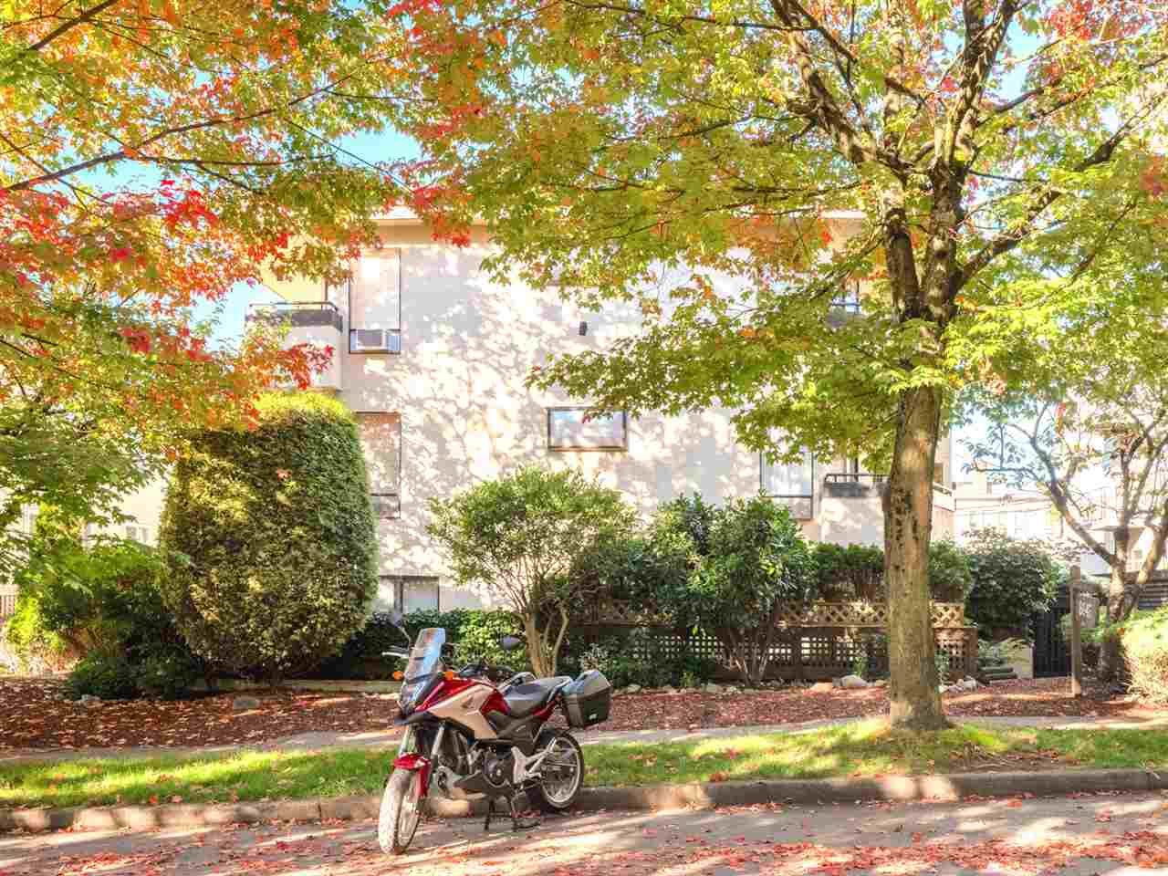 Photo 16: Photos: 101 8645 OSLER Street in Vancouver: Marpole Condo for sale (Vancouver West)  : MLS®# R2311470