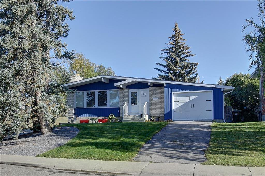 Main Photo: 252 QUEEN ALEXANDRA Road SE in Calgary: Queensland Detached for sale : MLS®# C4215983