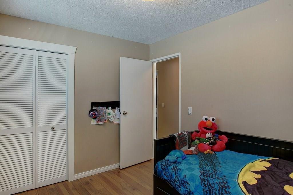 Photo 19: Photos: 252 QUEEN ALEXANDRA Road SE in Calgary: Queensland Detached for sale : MLS®# C4215983
