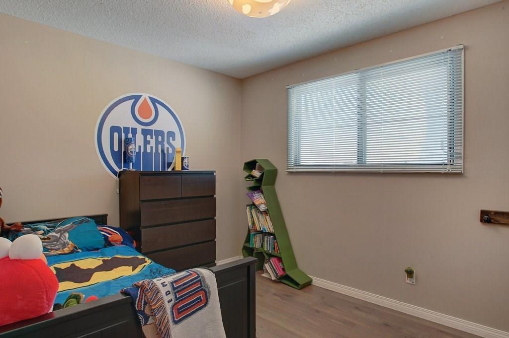 Photo 18: Photos: 252 QUEEN ALEXANDRA Road SE in Calgary: Queensland Detached for sale : MLS®# C4215983