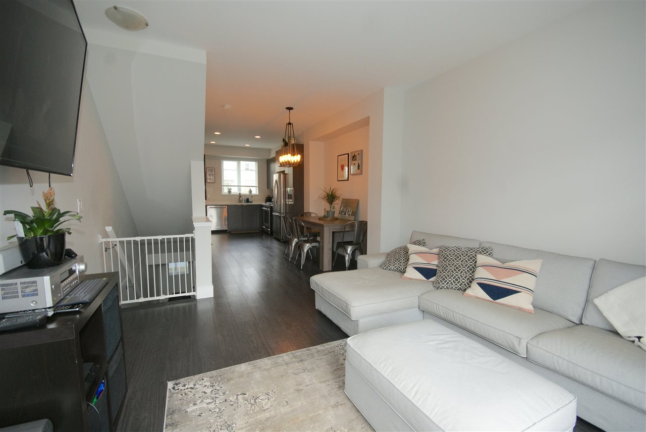 "Photo 5: Photos: 30 4588 DUBBERT Street in Richmond: West Cambie Townhouse for sale in ""OXFORD LANE"" : MLS®# R2350007"