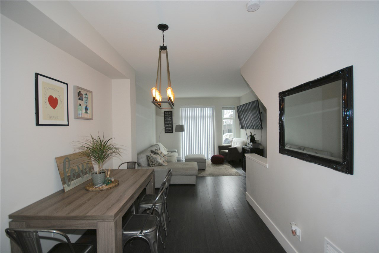 "Photo 2: Photos: 30 4588 DUBBERT Street in Richmond: West Cambie Townhouse for sale in ""OXFORD LANE"" : MLS®# R2350007"