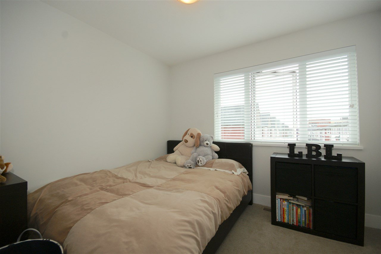 "Photo 10: Photos: 30 4588 DUBBERT Street in Richmond: West Cambie Townhouse for sale in ""OXFORD LANE"" : MLS®# R2350007"