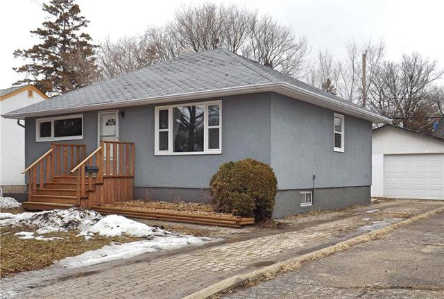 147 BANK AVENUE! BRIGHT, SPACIOUS, UPDATED & WELL LOCATED!
