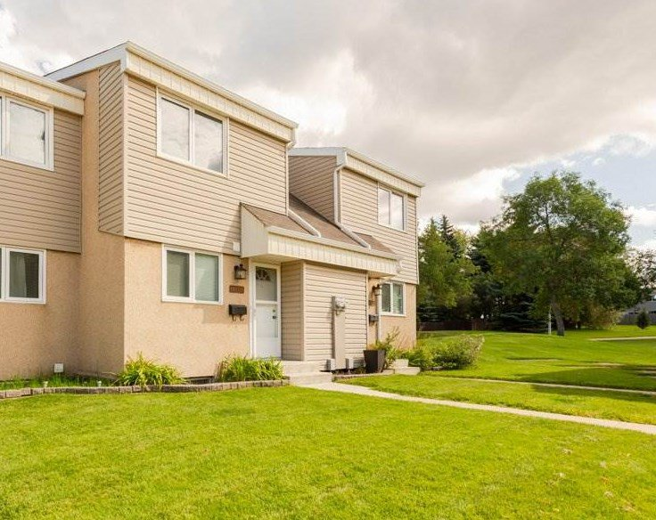 Main Photo: 14831B RIVERBEND Road in Edmonton: Zone 14 Townhouse for sale : MLS®# E4171251