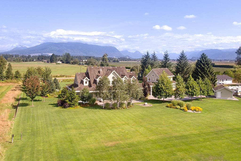 Main Photo: 17162 FORD Road in Pitt Meadows: West Meadows House for sale : MLS®# R2404646