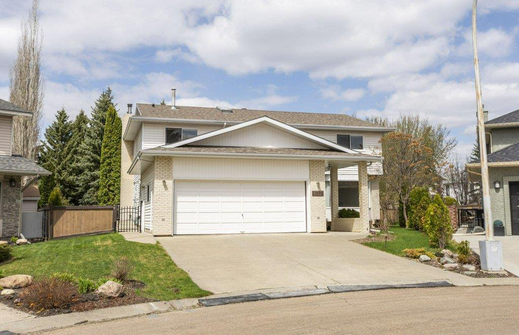 Main Photo: 637 BUTCHART Wynd in Edmonton: Zone 14 House for sale : MLS®# E4192132