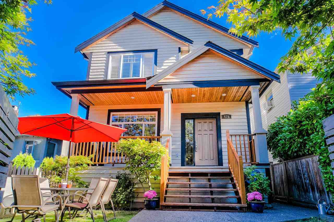 Main Photo: 629 E 13TH Avenue in Vancouver: Mount Pleasant VE 1/2 Duplex for sale (Vancouver East)  : MLS®# R2488207