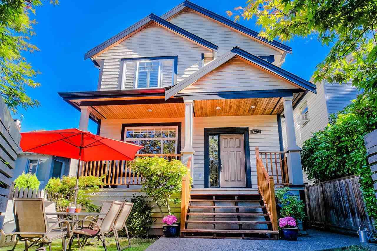 Main Photo: 629 E 13TH Avenue in Vancouver: Mount Pleasant VE House 1/2 Duplex for sale (Vancouver East)  : MLS®# R2488207