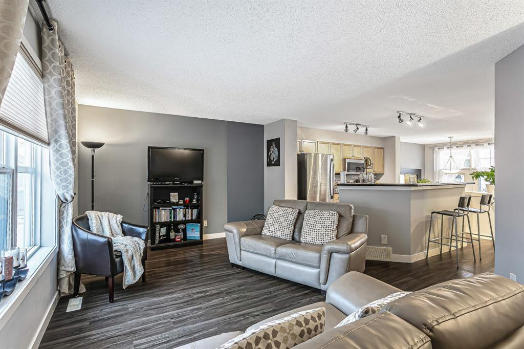 Photo 13: Photos: 177 Mckenzie Towne Gate SE in Calgary: McKenzie Towne Row/Townhouse for sale : MLS®# A1043224