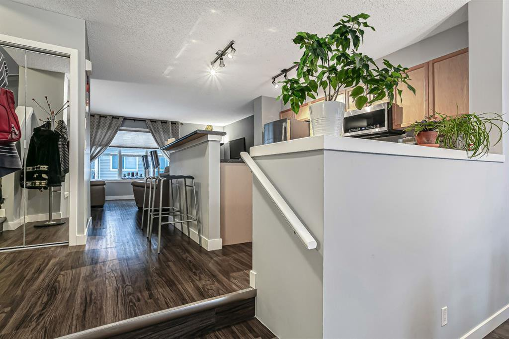 Photo 5: Photos: 177 Mckenzie Towne Gate SE in Calgary: McKenzie Towne Row/Townhouse for sale : MLS®# A1043224
