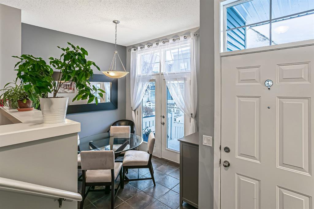 Photo 3: Photos: 177 Mckenzie Towne Gate SE in Calgary: McKenzie Towne Row/Townhouse for sale : MLS®# A1043224