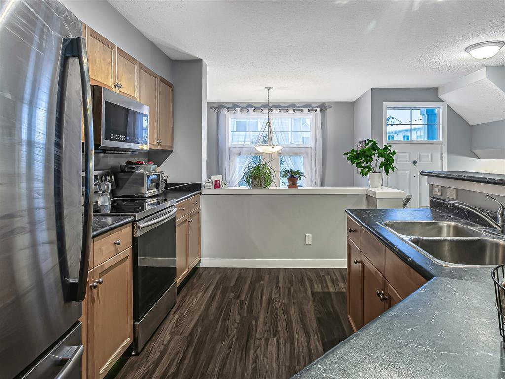 Photo 11: Photos: 177 Mckenzie Towne Gate SE in Calgary: McKenzie Towne Row/Townhouse for sale : MLS®# A1043224