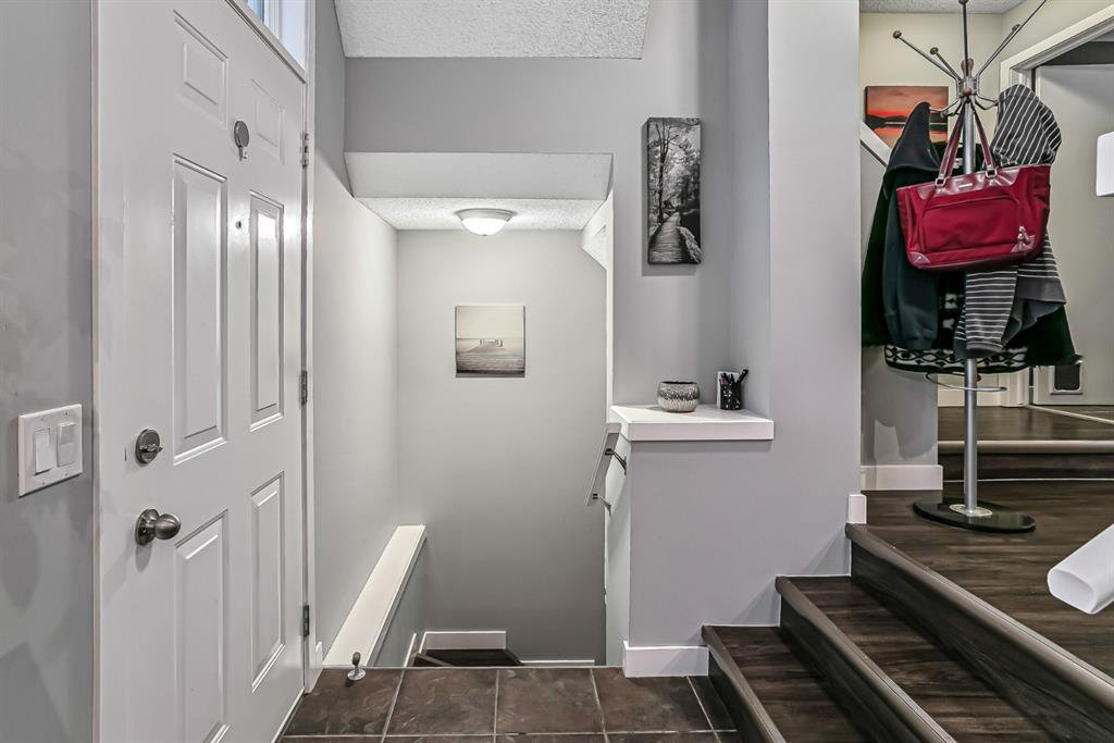 Photo 2: Photos: 177 Mckenzie Towne Gate SE in Calgary: McKenzie Towne Row/Townhouse for sale : MLS®# A1043224
