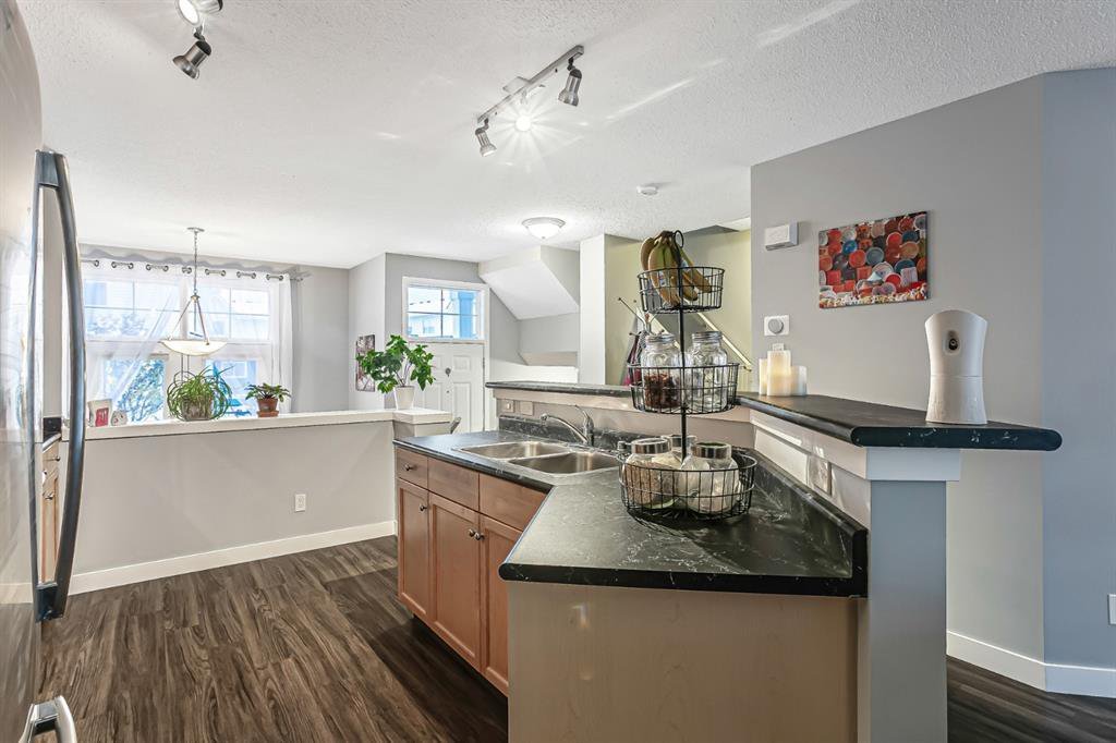 Photo 10: Photos: 177 Mckenzie Towne Gate SE in Calgary: McKenzie Towne Row/Townhouse for sale : MLS®# A1043224