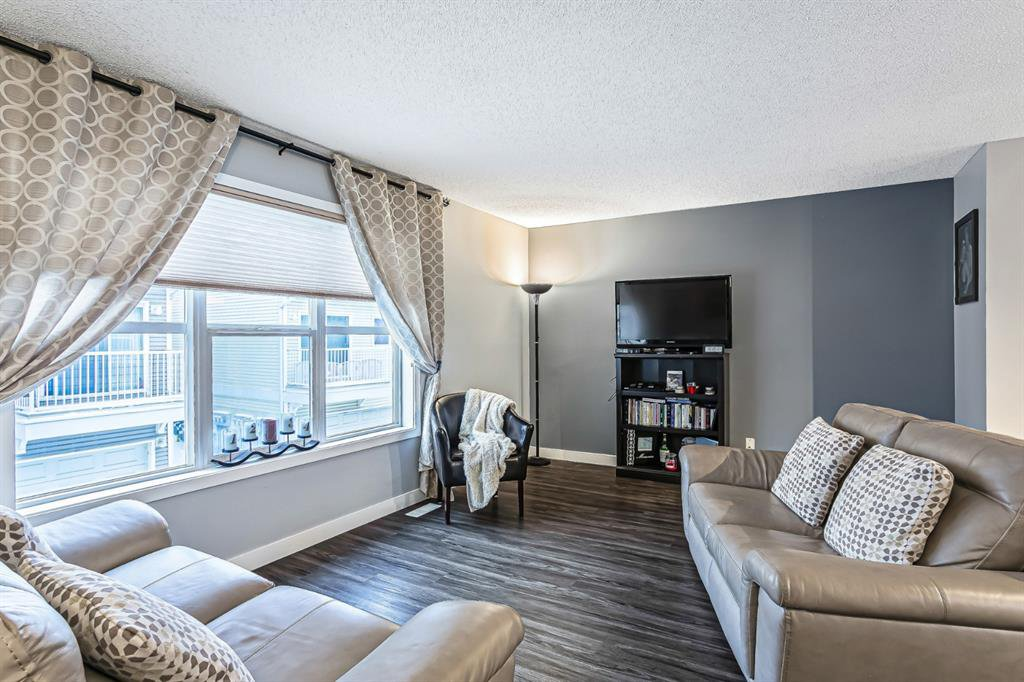 Photo 12: Photos: 177 Mckenzie Towne Gate SE in Calgary: McKenzie Towne Row/Townhouse for sale : MLS®# A1043224