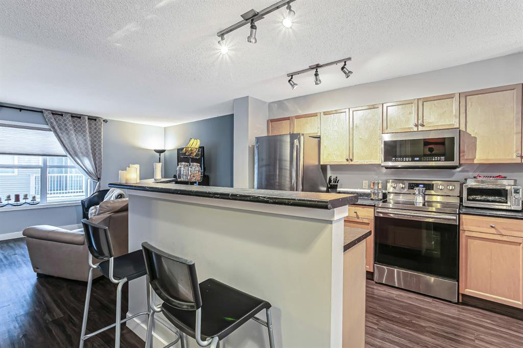 Photo 6: Photos: 177 Mckenzie Towne Gate SE in Calgary: McKenzie Towne Row/Townhouse for sale : MLS®# A1043224