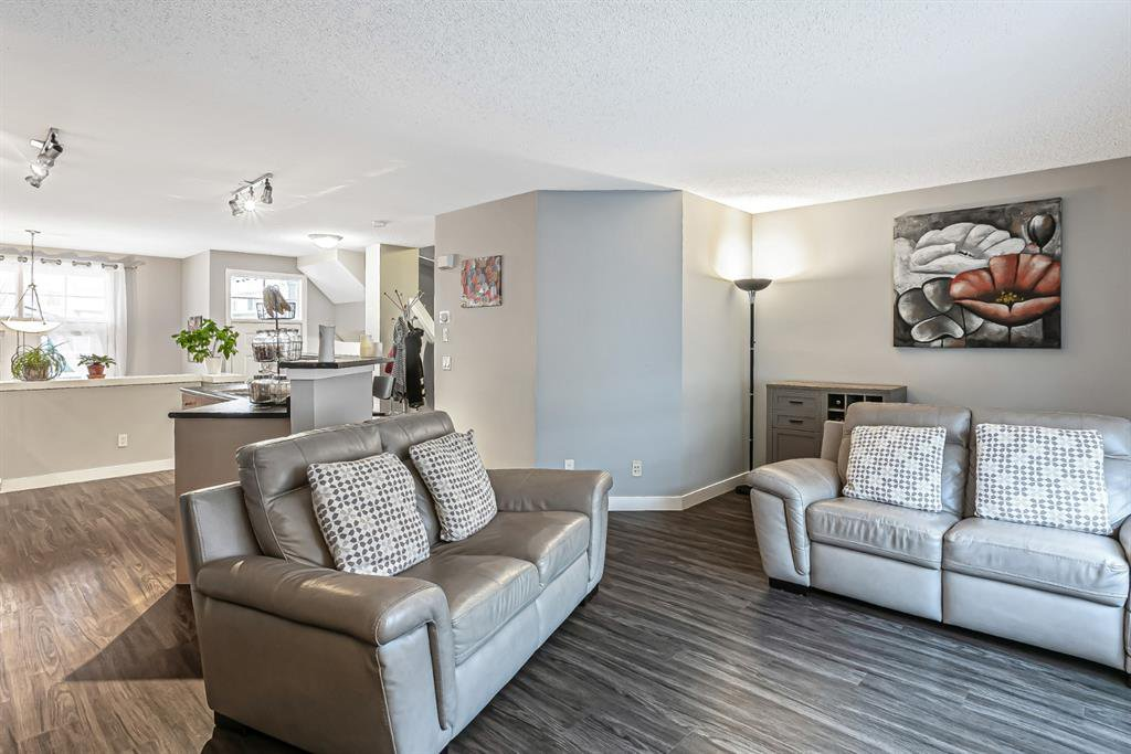 Photo 14: Photos: 177 Mckenzie Towne Gate SE in Calgary: McKenzie Towne Row/Townhouse for sale : MLS®# A1043224
