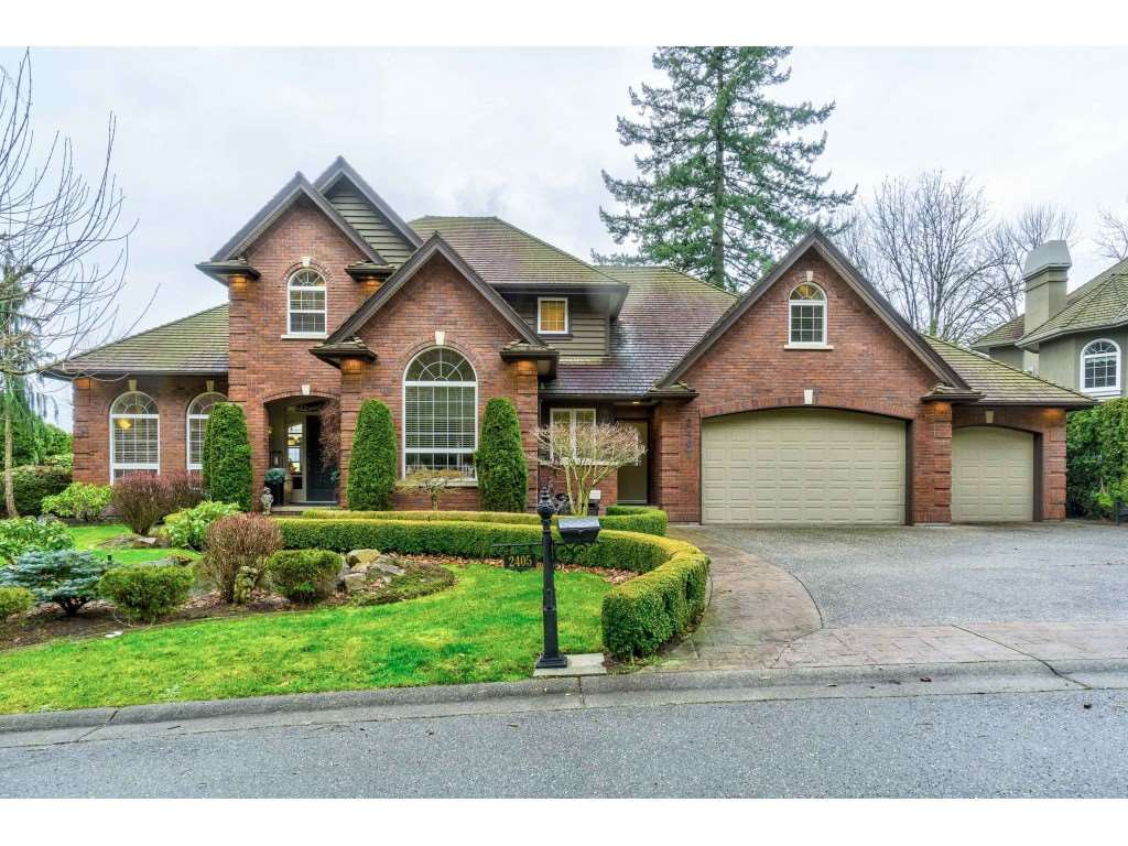 "Main Photo: 2405 CRANBERRY Court in Abbotsford: Abbotsford East House for sale in ""EAGLE MOUNTAIN"" : MLS®# R2528387"