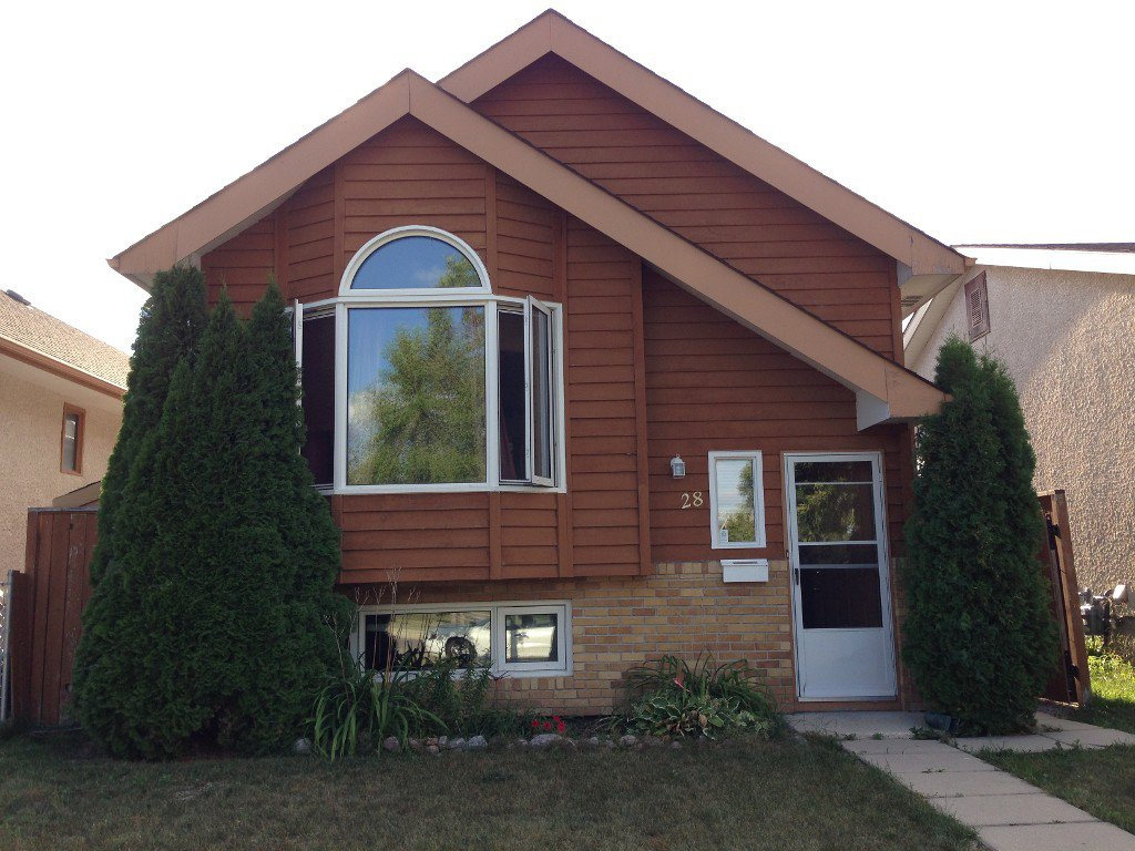 Main Photo: 28 Rothshire Drive in Winnipeg: Transcona Residential for sale ()