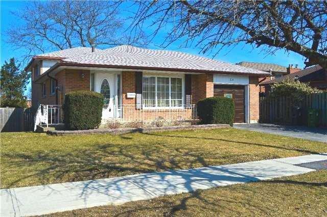 Main Photo: 34 Chillery Avenue in Toronto: Eglinton East House (Backsplit 4) for sale (Toronto E08)  : MLS®# E3757375