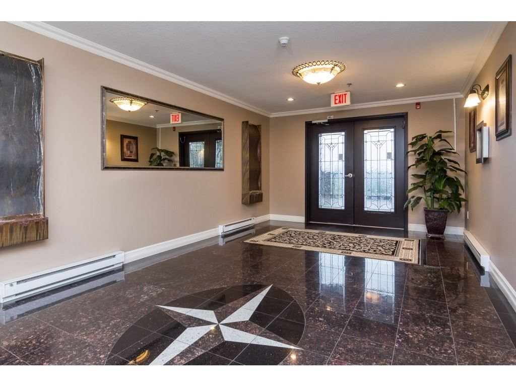 """Photo 4: Photos: A117 33755 7TH Avenue in Mission: Mission BC Condo for sale in """"The Mews"""" : MLS®# R2352904"""
