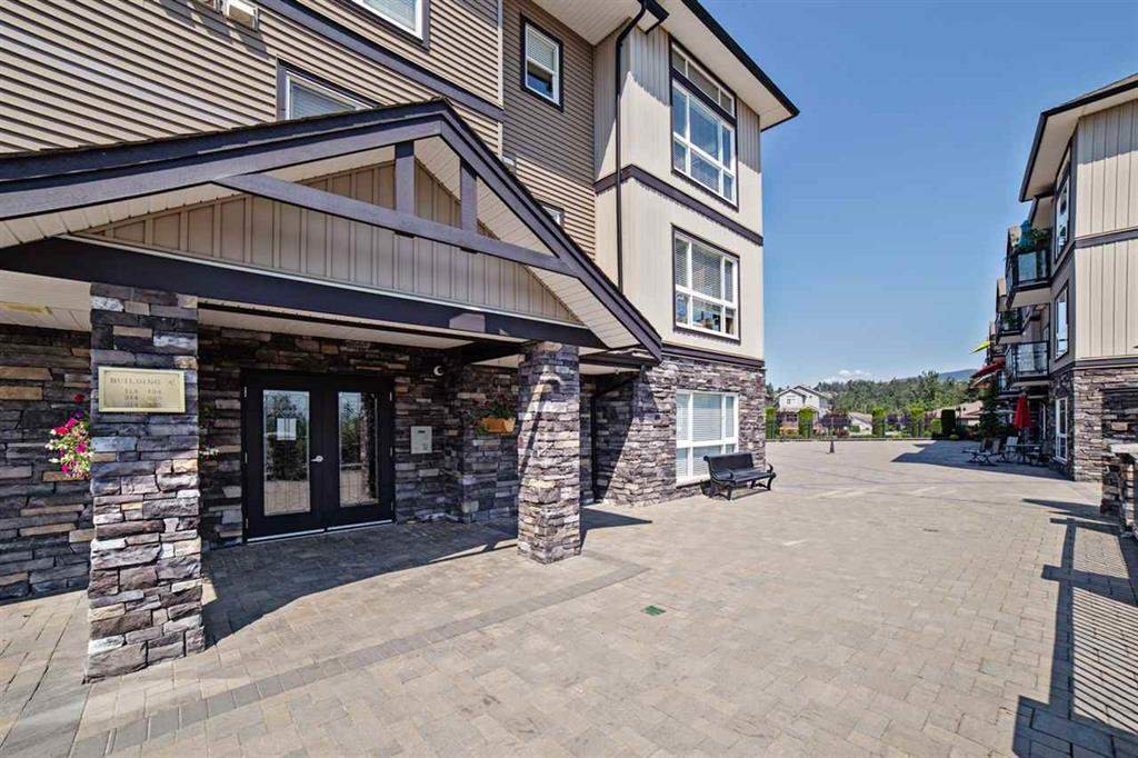 """Photo 3: Photos: A117 33755 7TH Avenue in Mission: Mission BC Condo for sale in """"The Mews"""" : MLS®# R2352904"""