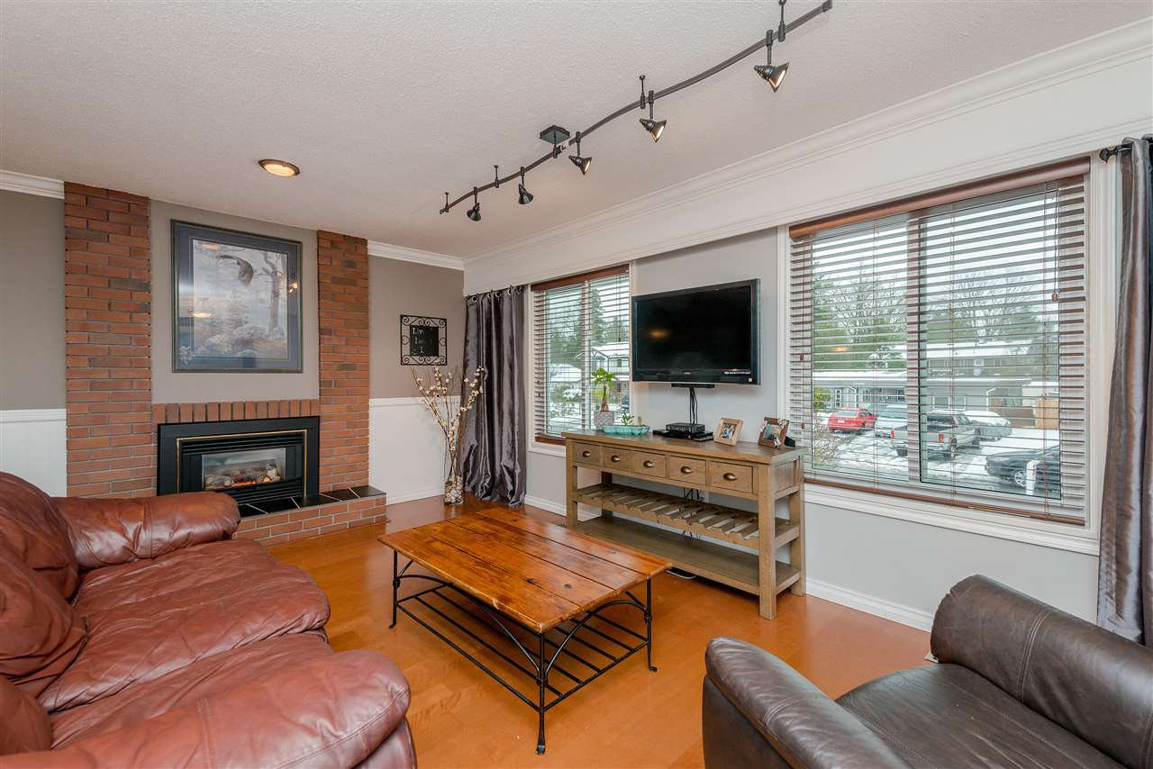 Photo 3: Photos: 22085 CANUCK Crescent in Maple Ridge: West Central House for sale : MLS®# R2354032